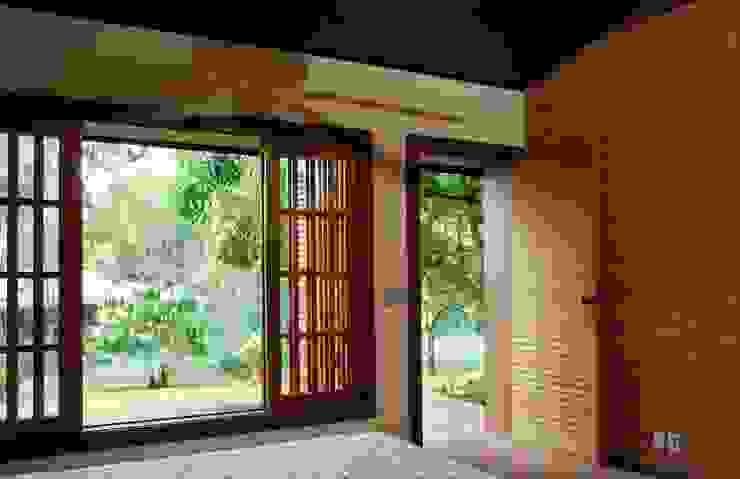 Kamar Tidur by Eduardo Novaes Arquitetura e Urbanismo Ltda.