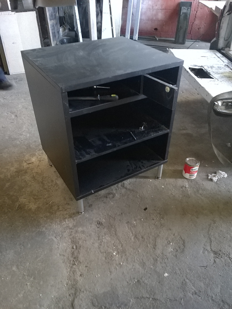 Muebles Modernos para Oficina, S.A. Locaux commerciaux & Magasins Plumes Marron