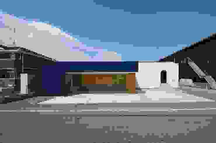 Rumah oleh 岩田建築アトリエ, Modern