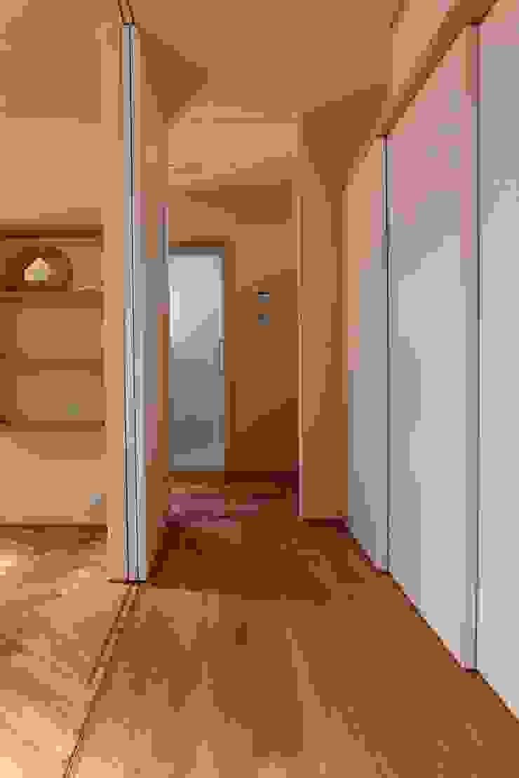 House in Uenokurumazaka オリジナルスタイルの 玄関&廊下&階段 の Mimasis Design/ミメイシス デザイン オリジナル 木 木目調