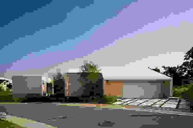 Modern houses by Kenji Yanagawa Architect and Associates Modern Wood Wood effect
