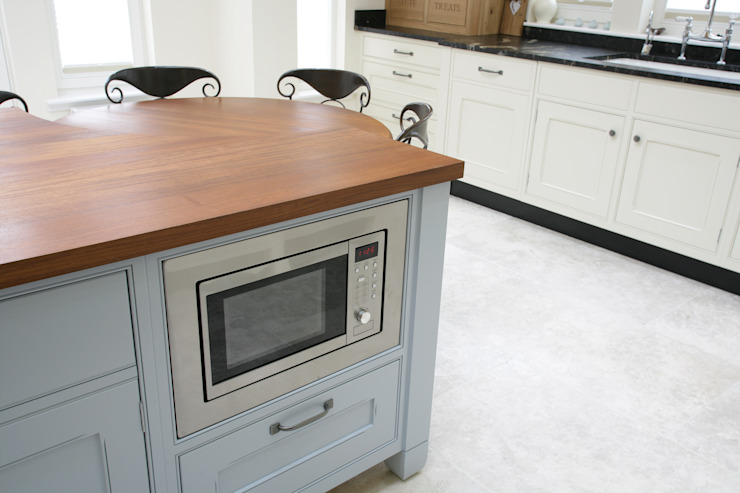Freestanding Kitchen por Sculleries of Stockbridge Moderno