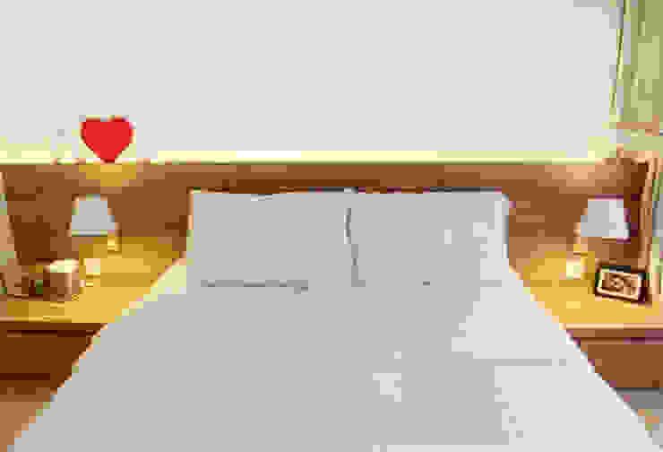 Austville Residence Scandinavian style bedroom by Eightytwo Pte Ltd Scandinavian