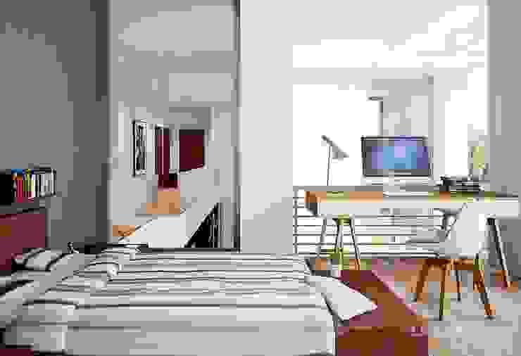 Dormitorios modernos: Ideas, imágenes y decoración de LK&Projekt GmbH Moderno