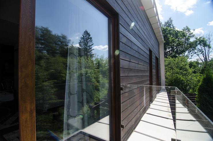 Реконструкция Дачного дома в Пушкино, МО. minimalist style balcony, porch & terrace by baboshin.com Minimalist