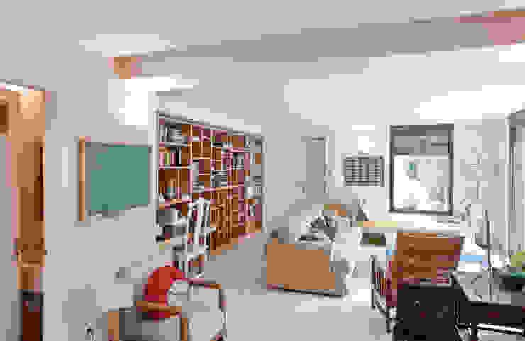 Casas minimalistas por HABITANTE Minimalista