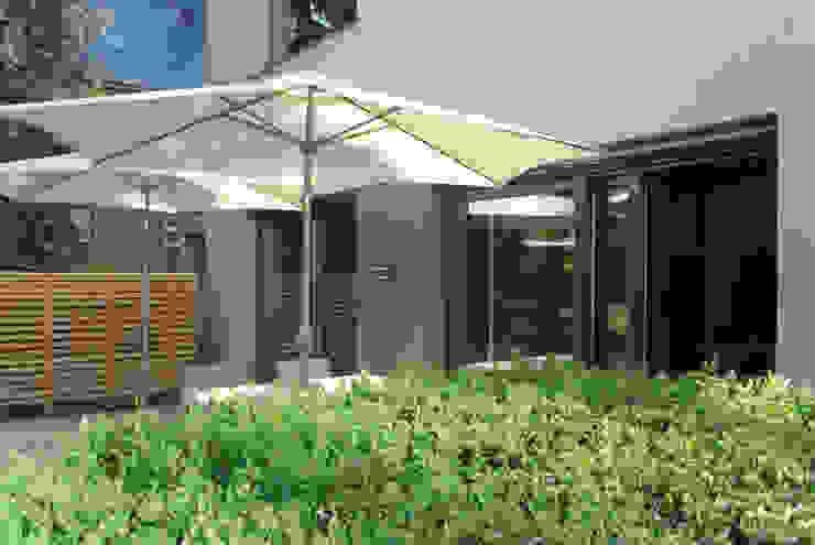 fried.A - Büro für Architektur Balcones y terrazas de estilo moderno