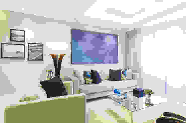 غرفة المعيشة تنفيذ Juliana Agner Arquitetura e Interiores
