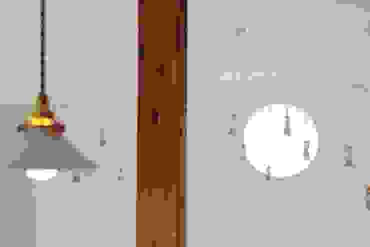 Atelier in Iga: Mimasis Design/ミメイシス デザインが手掛けた折衷的なです。,オリジナル 木 木目調