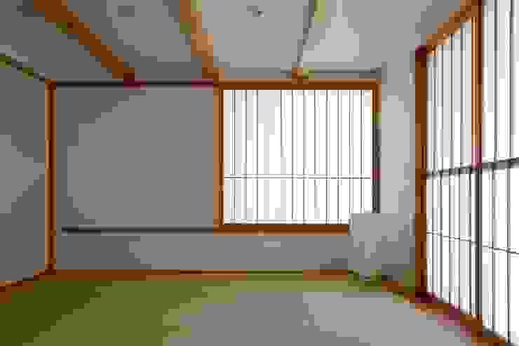 Dormitorios de estilo ecléctico de 荒井好一郎建築設計室 Ecléctico