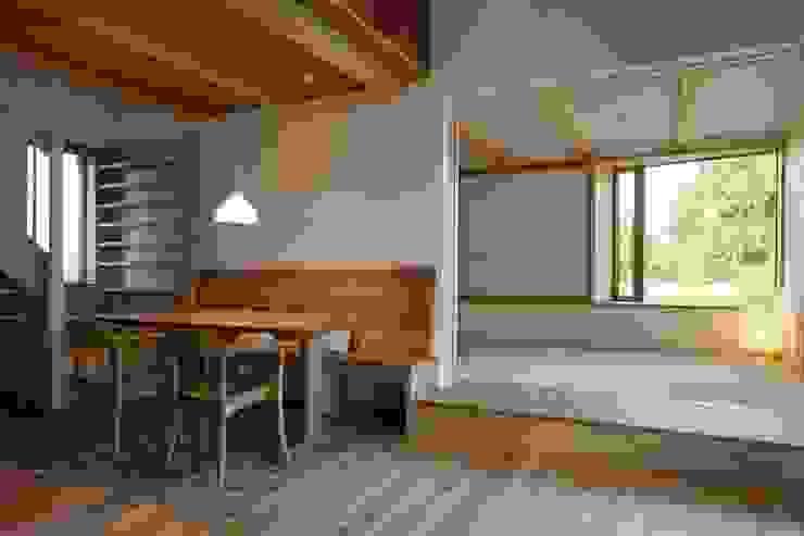 Comedores de estilo ecléctico de 荒井好一郎建築設計室 Ecléctico