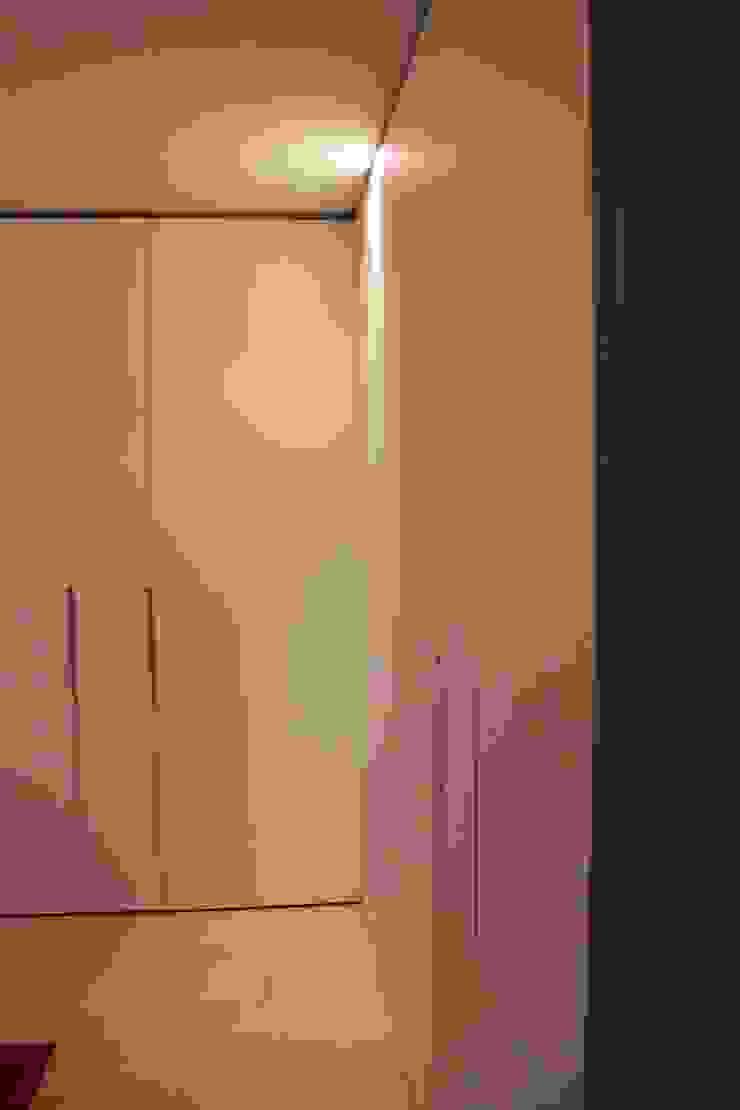 ASCARI I FALEGNAMI Dormitorios de estilo moderno