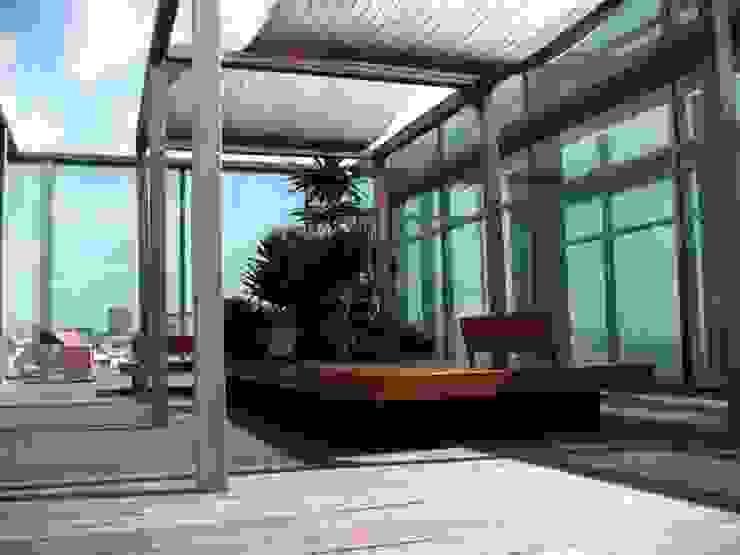 Modern balcony, veranda & terrace by Tessitura Tele Metalliche Rossi Modern