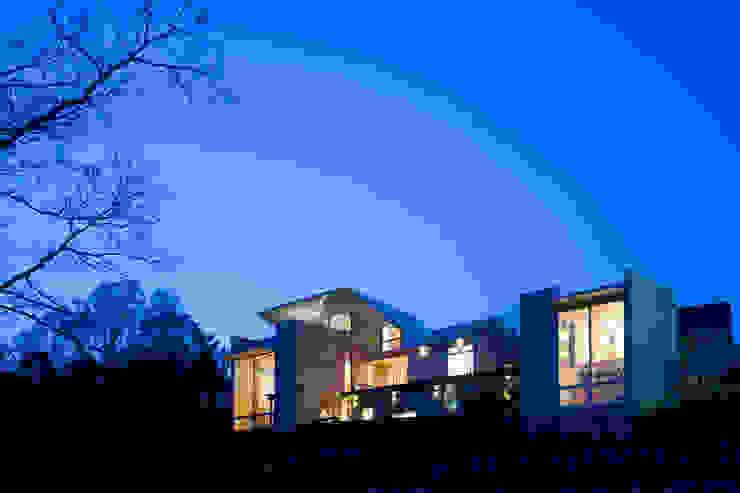 「アネックスのある家」 Kenji Yanagawa Architect and Associates モダンデザインの 書斎 木 木目調
