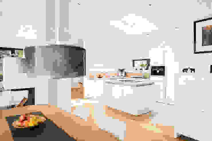 Nowoczesna kuchnia od Hellmers P2 | Architektur & Projekte Nowoczesny Drewno O efekcie drewna