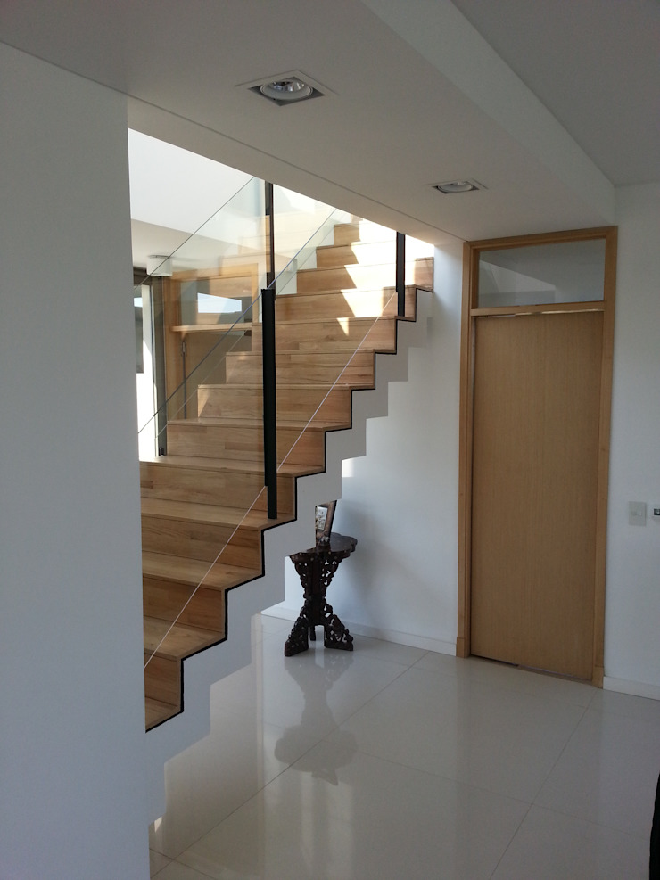 estudio|44 Modern Corridor, Hallway and Staircase