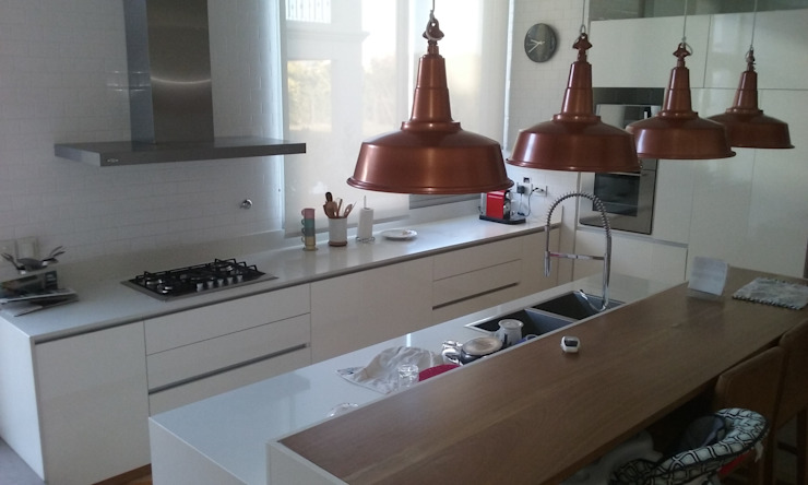 Cozinhas modernas por estudio|44 Moderno Madeira Acabamento em madeira