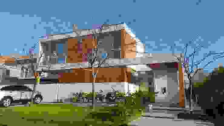 Modern houses by estudio|44 Modern