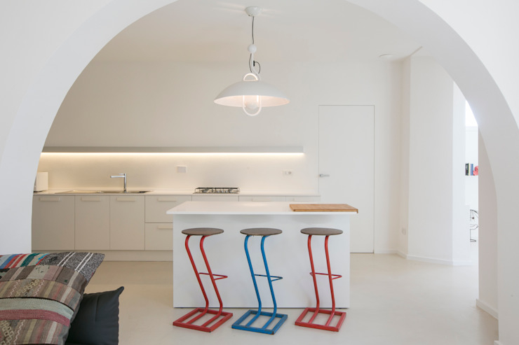 Mediterranean style kitchen by mc2 architettura Mediterranean