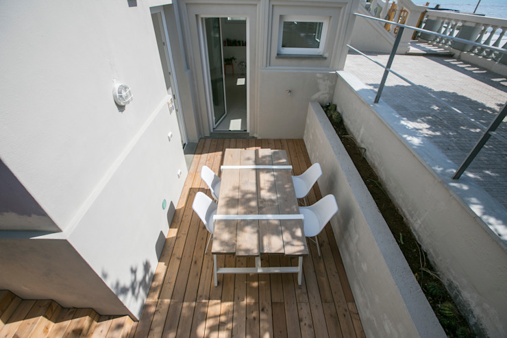 Mediterranean style balcony, porch & terrace by mc2 architettura Mediterranean