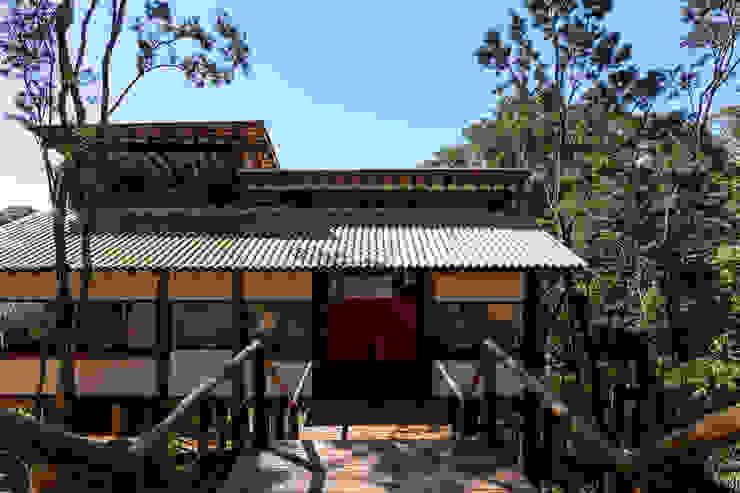 NA COPA DAS ÁRVORES Casas rústicas por SCALI & MENDES ARQUITETURA SUSTENTAVEL Rústico