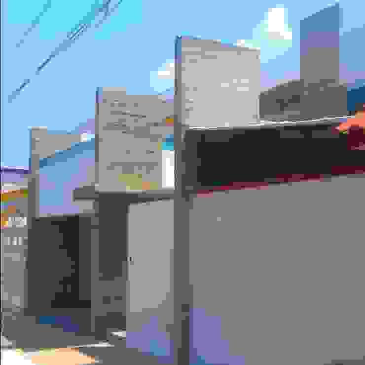 Minimalist house by T+E ARQUITECTOS Minimalist Concrete
