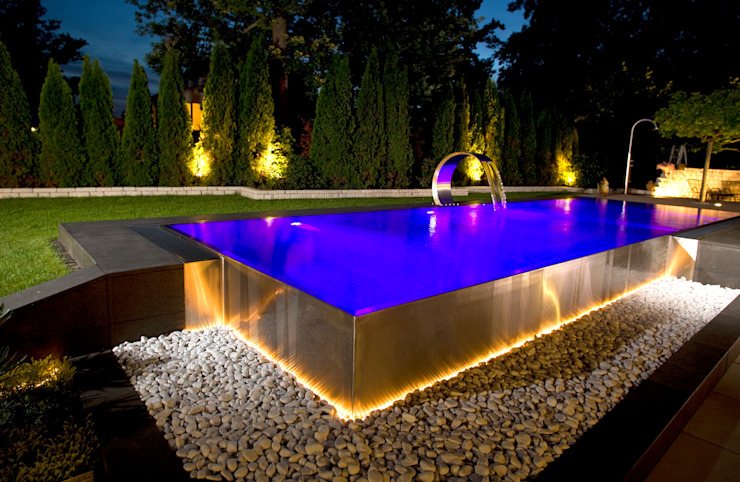 Berndorf Bäderbau Stainless Steel Private Pool (Germany Bavaria) Piscinas de estilo moderno de London Swimming Pool Company Moderno
