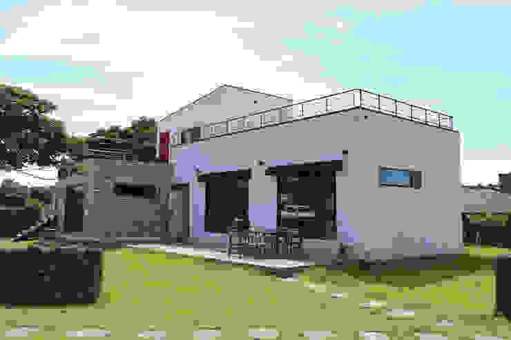 까사봉봉 Vườn phong cách hiện đại bởi 아키제주 건축사사무소 Hiện đại