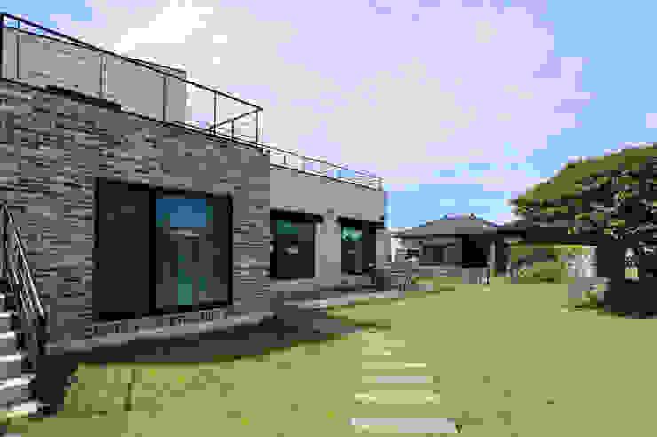 까사봉봉 Vườn phong cách châu Á bởi 아키제주 건축사사무소 Châu Á