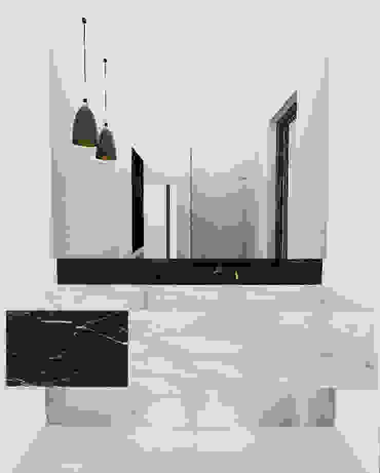 Yeme + Saunier Minimalist style bathroom Marble White