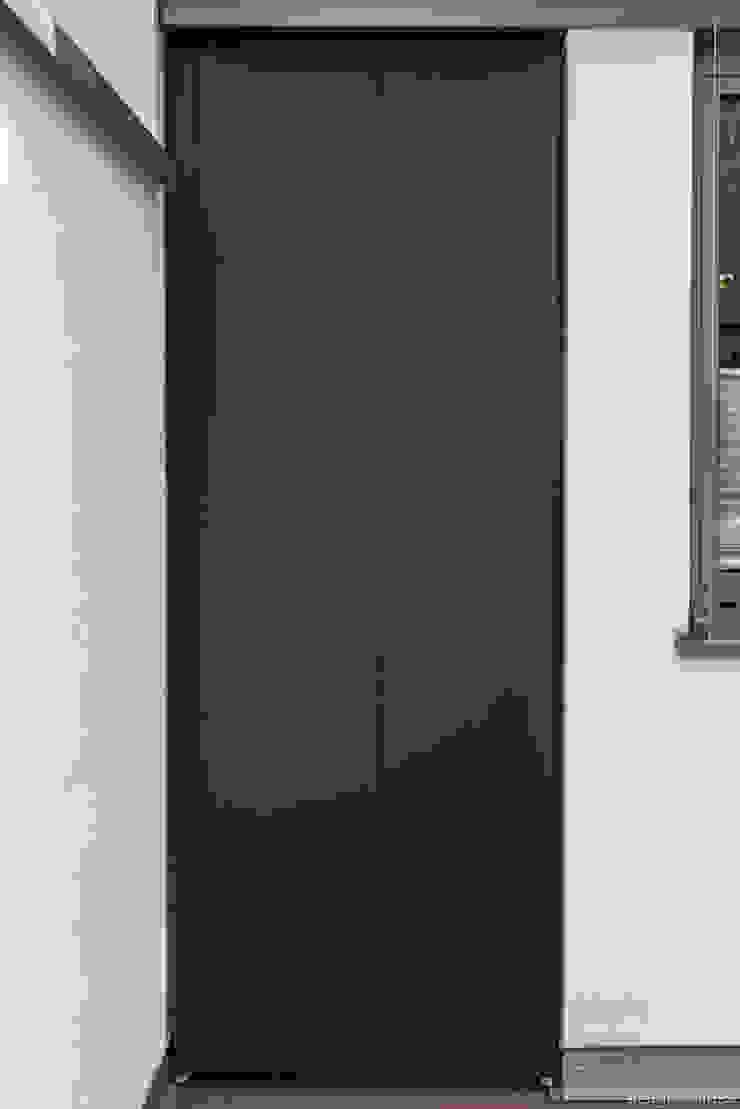 design@garten - Alfred Hart - Design Gartenhaus und Balkonschraenke aus Augsburg ระเบียง นอกชานเฟอร์นิเจอร์ ไม้ผสมพลาสติก Black