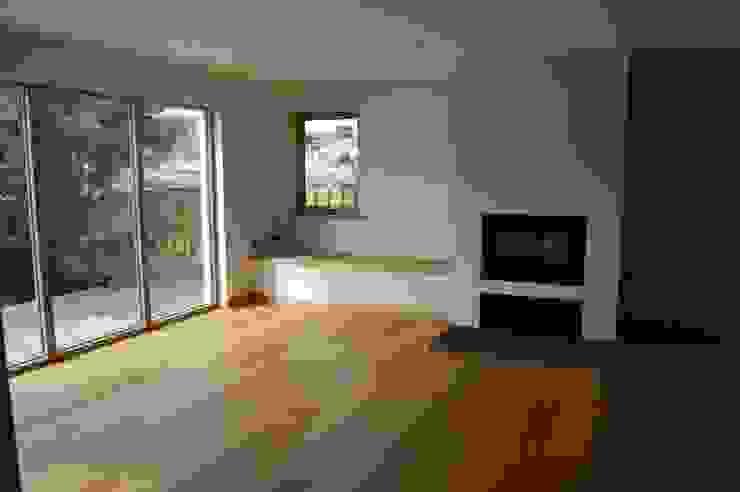 Livingroom & stove.: modern  by Matheson Mackenzie Ross Architects, Modern Slate