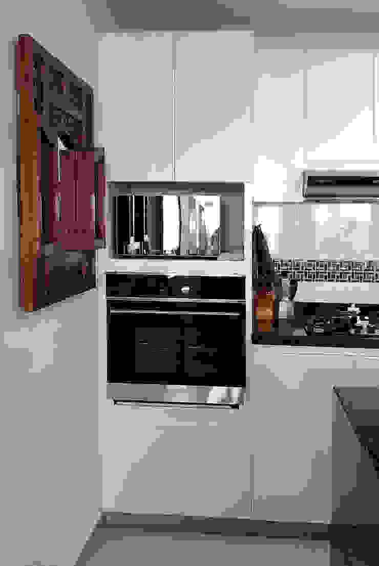 Torre de hornos Cocinas modernas de Remodelar Proyectos Integrales Moderno Tablero DM