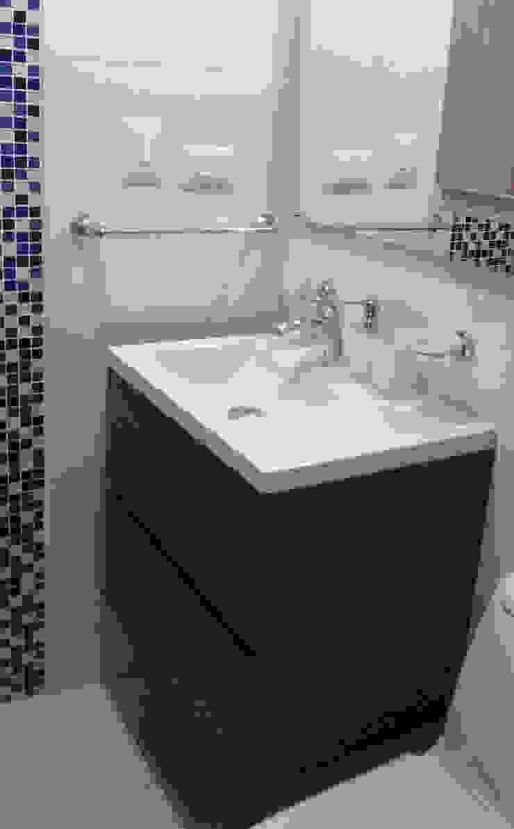 Baño auxiliar Baños de estilo moderno de Remodelar Proyectos Integrales Moderno Tablero DM