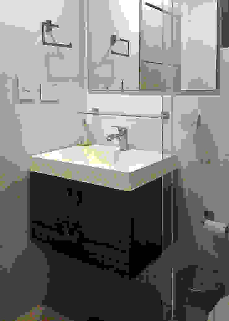 Muebles de baño Baños de estilo moderno de Remodelar Proyectos Integrales Moderno Cerámico