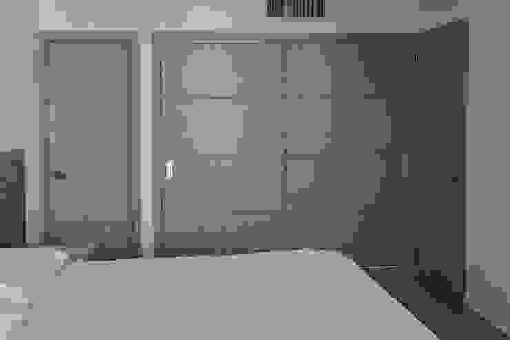 Closet alcoba principal Habitaciones modernas de Remodelar Proyectos Integrales Moderno Tablero DM