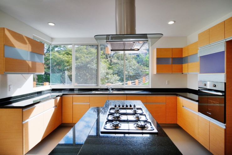 Kitchen by Excelencia en Diseño, Modern Engineered Wood Transparent