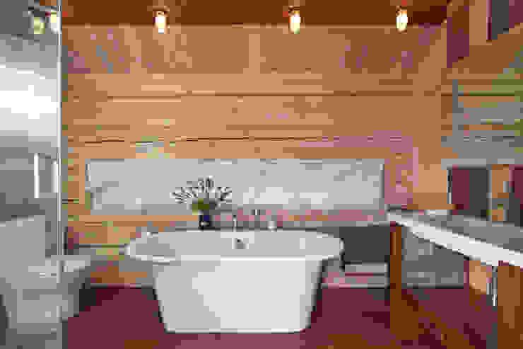 Дом в Морозово: Ванная комната в . Автор – архитектурная мастерская МАРТ