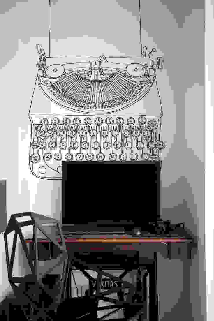 Ghostwriter Oficinas y bibliotecas de estilo ecléctico de Pixers Ecléctico
