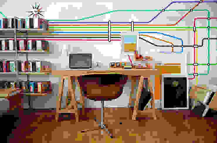 Underground Oficinas y bibliotecas de estilo moderno de Pixers Moderno