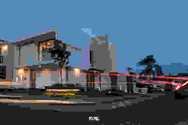 Nowoczesne domy od 2M Arquitectura Nowoczesny