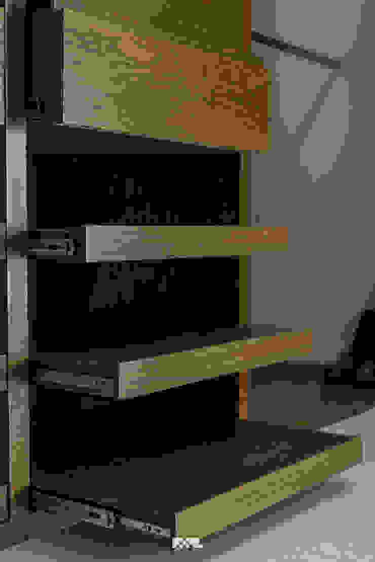 Minimalistyczna garderoba od 2M Arquitectura Minimalistyczny