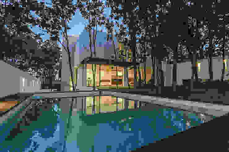Bosques de Bugambilias Albercas modernas de 2M Arquitectura Moderno