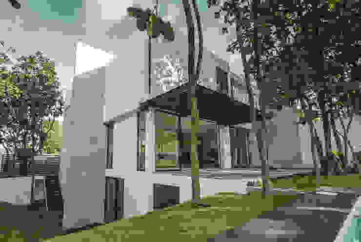 Bosques de Bugambilias Balcones y terrazas minimalistas de 2M Arquitectura Minimalista
