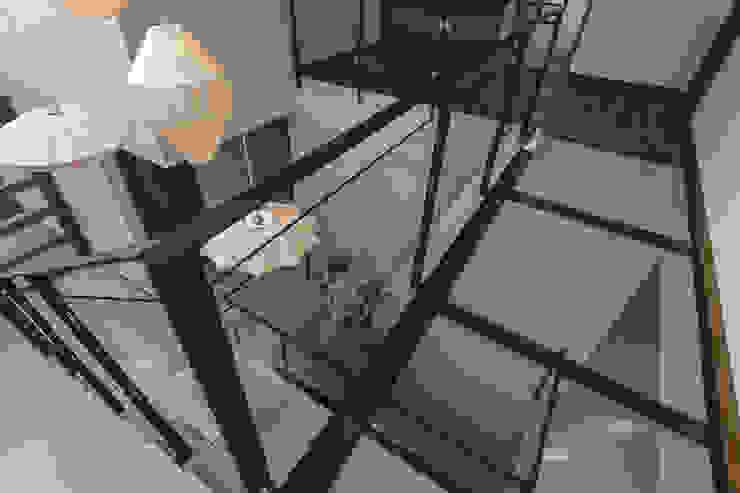 Bosques de Bugambilias Pasillos, vestíbulos y escaleras modernos de 2M Arquitectura Moderno
