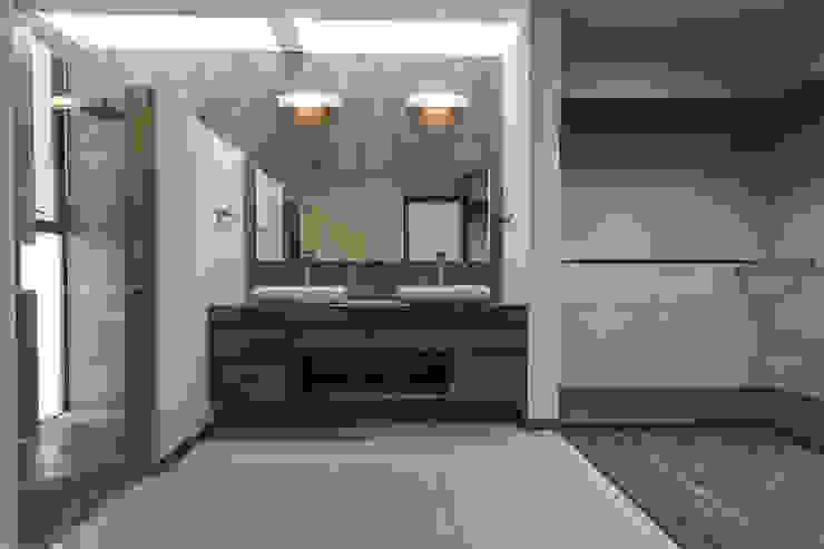 Modern bathroom by 2M Arquitectura Modern