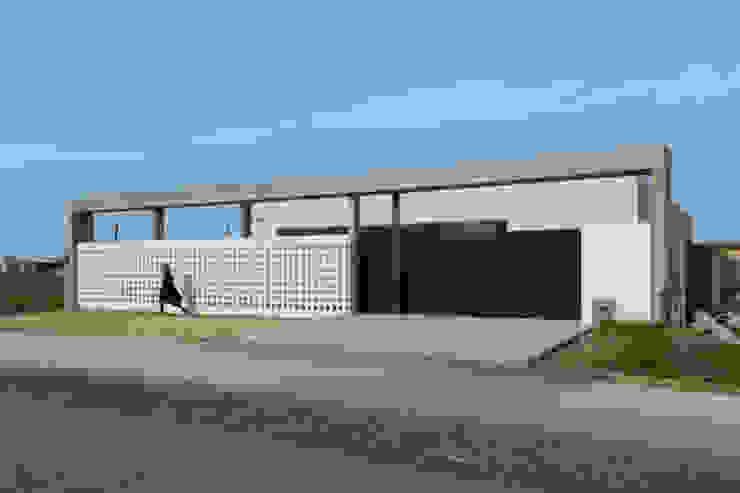 Frente Casa 460 Casas minimalistas de reimersrisso Minimalista Hormigón