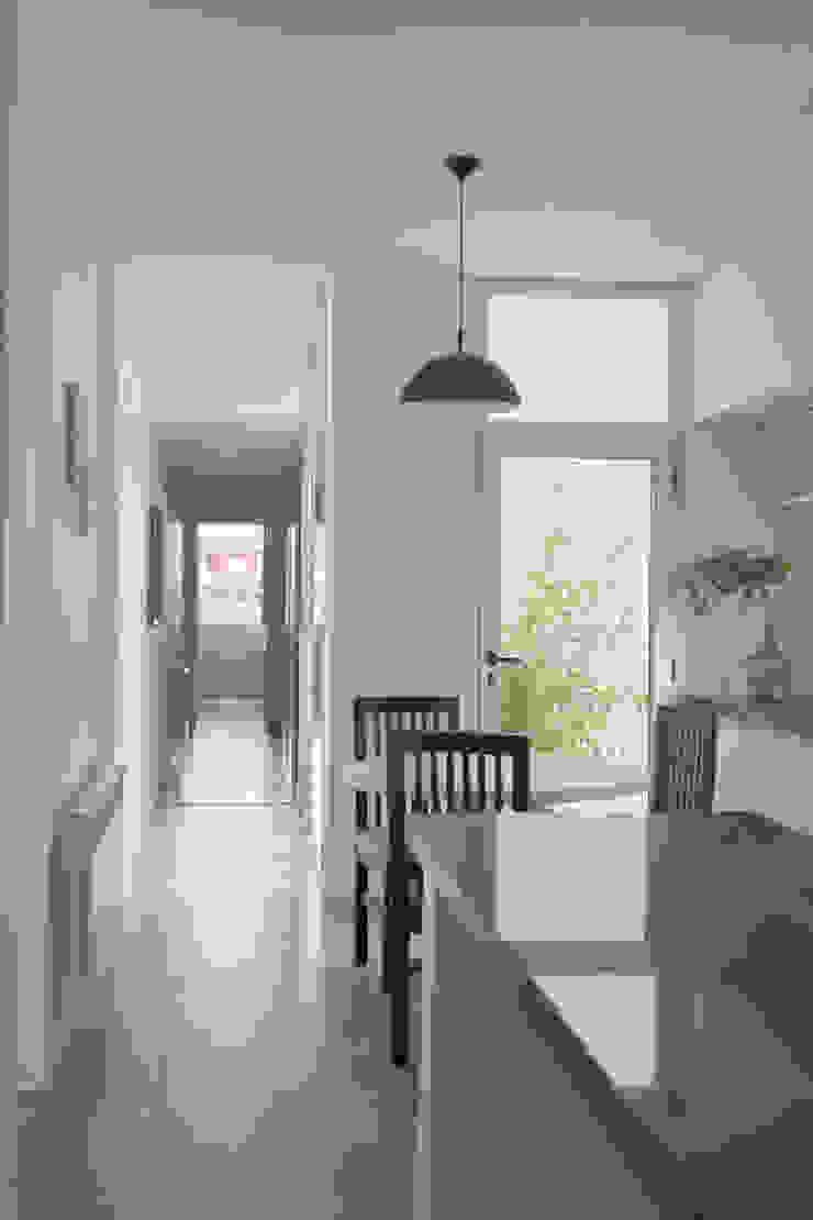 Casa 460 Cocinas minimalistas de reimersrisso Minimalista