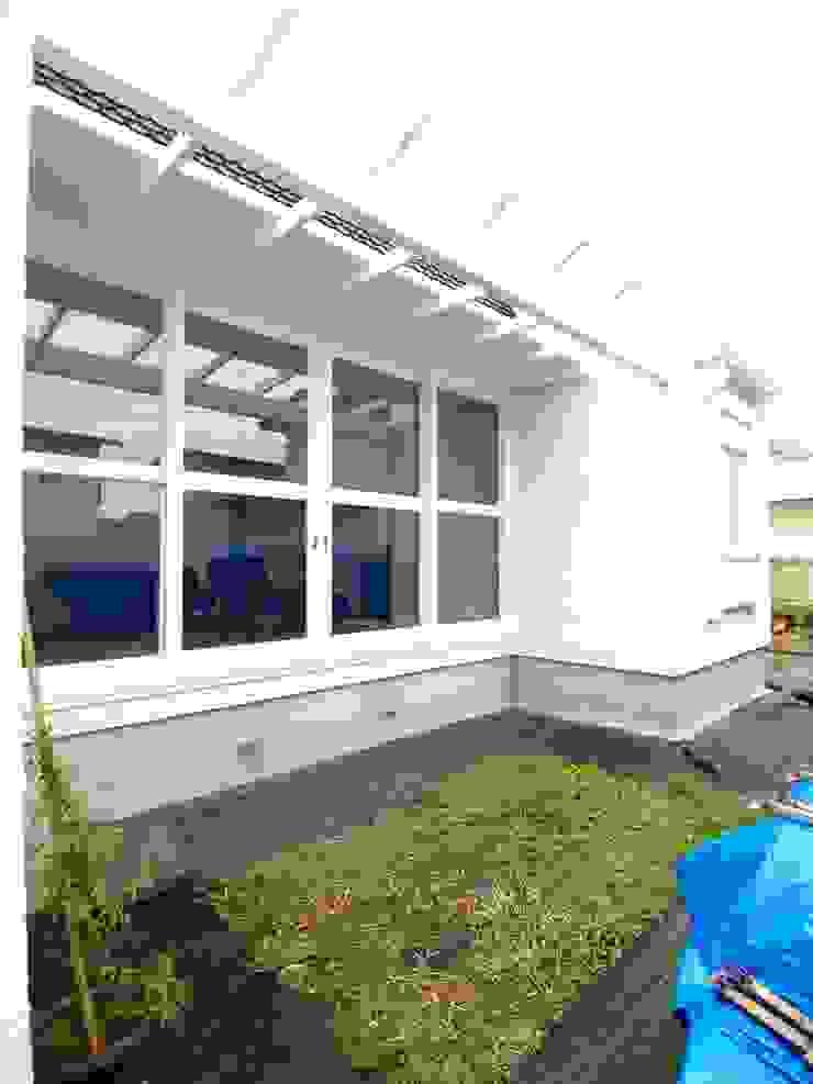 外部パーゴラ クラシカルな 窓&ドア の アトリエdoor一級建築士事務所 クラシック 無垢材 多色