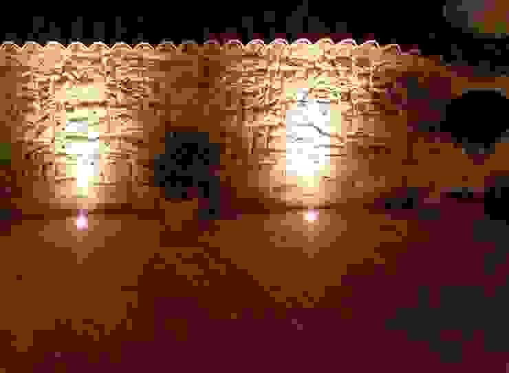 Mediterrane Mauergestaltung mit Licht abgerundet Rimini Baustoffe GmbH Mediterraner Garten Stein Mehrfarbig